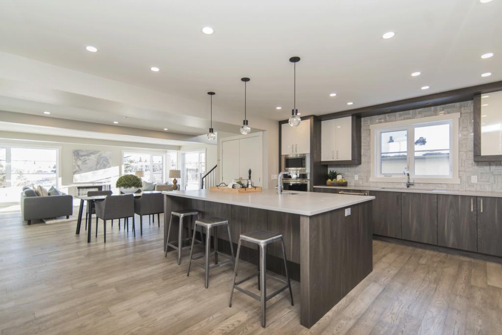 Cocina abierta, espaciosa y moderna